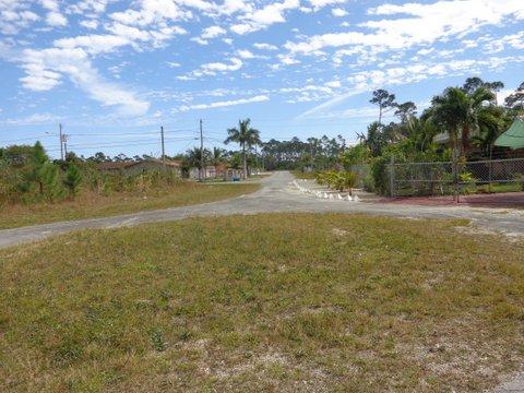17 Pelican Road, Unit 2, Block 53 Yeoman Wood, Grand Bahama