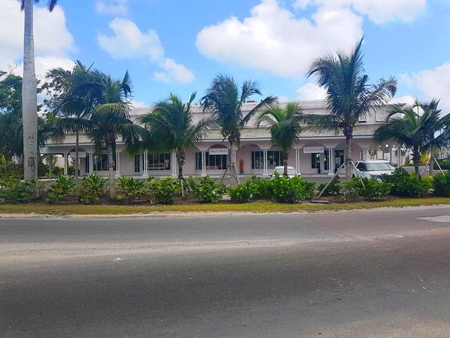 Lyford Cay Shopping Centre